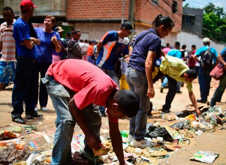 Estudiantes se desmayan por el hambre en las escuelas Venezolanas en medio de la crisis económica