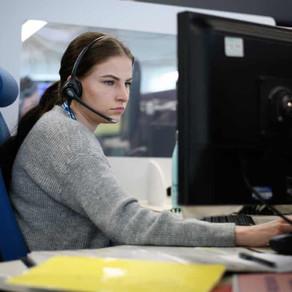 Mi semana laboral: 'Estoy en el teléfono ocho horas con una anciana que ha tenido una caída'