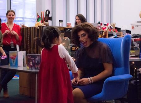 El dormitorio universitario alberga Drag Queen para leer y bailar con niños