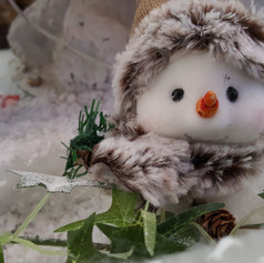 WINTER WONDERLAND GROTTO SNOWMAN CLOSE