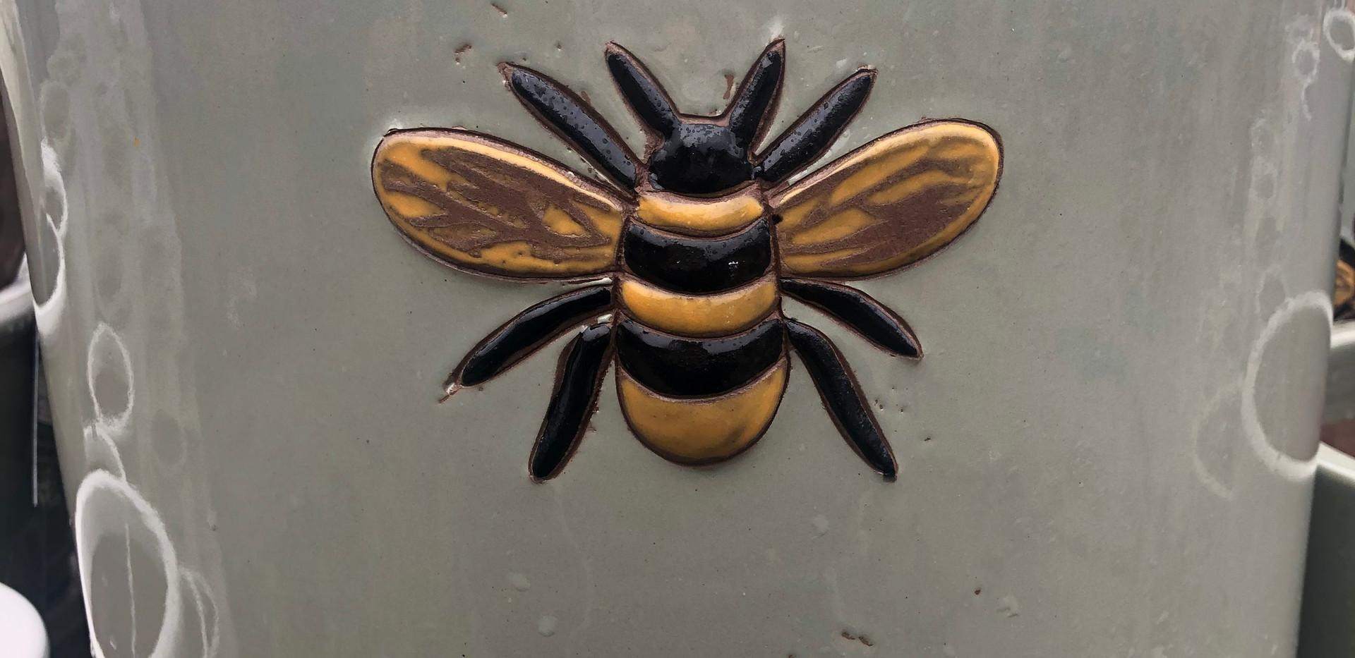 Woodlodge Wisteria Pot Bee
