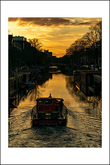 Boat @ Amsterdam canal | The Netherlands