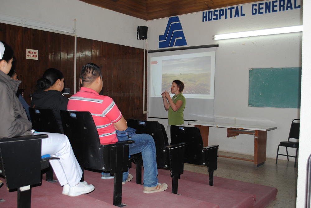 Doula Christine giving a presentation on Doula work in Baja Sur