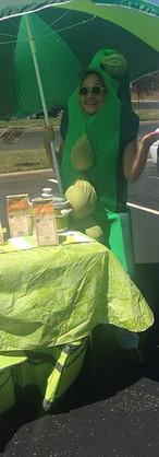This is _hoosierfarmersmarkets board member _caradafforn giving peas a chance #URelish #eieio #eatmorebeans _avoninparks #avonfarmersmarket_