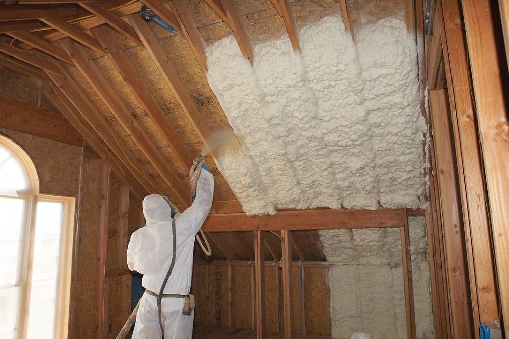 Insulation-Spray-1024x682.jpg