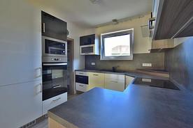 Kuchyň s vstupem do komory