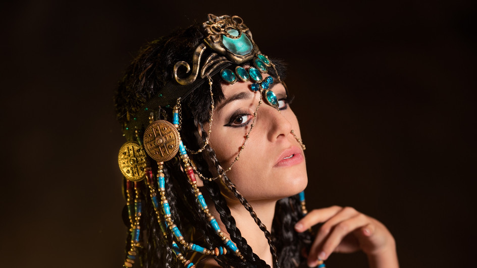 Ambra Pazzani playing Cleopatra