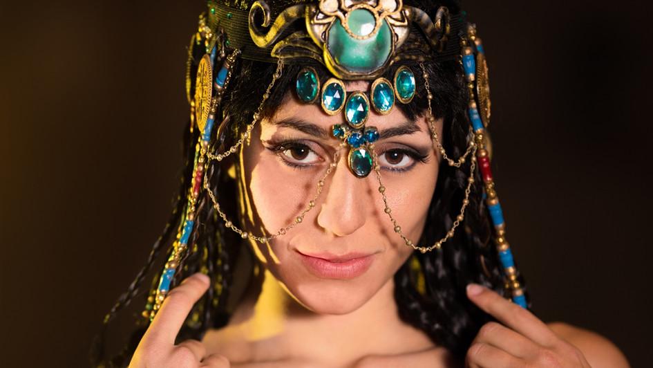 Ambra Pazzani playing Cleopatra