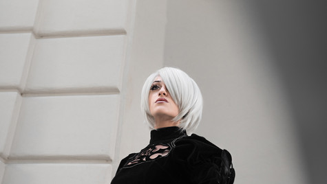 Vanessa Zacchi playing Nier Automata
