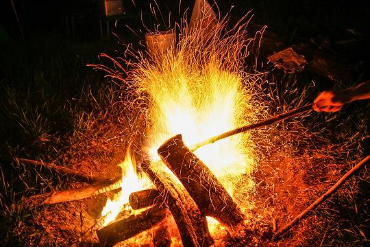 Campfire_(15784144766).jpg