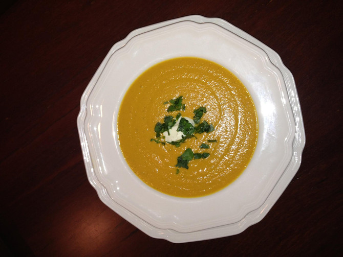 Spicy carrot and lentil soup