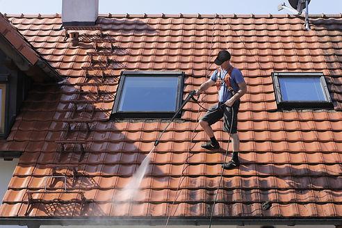 Pressure washing roof in fairfax virginia, DMV area