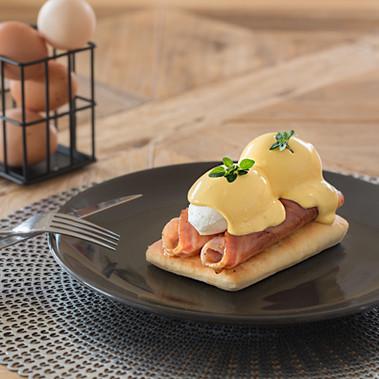 Eggs Benedict & Chilli Flatbread