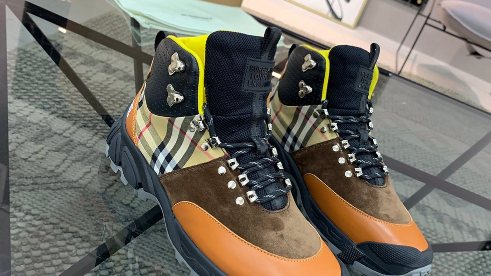 Vintage Check Hiking Burberry Boots(M)