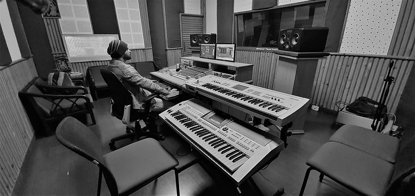 studio dev next level black n white grey
