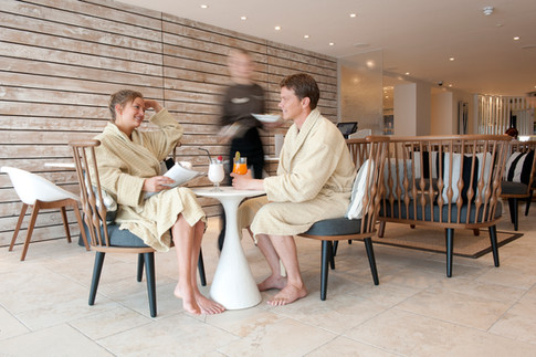 couple eating in spa retreat