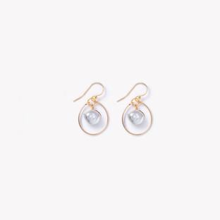 Tumbled pearlPetite Stella Orb earring.j