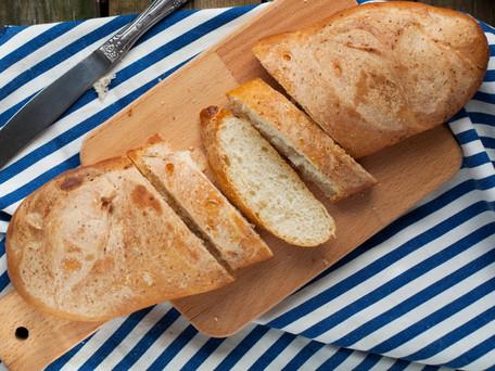 Receta básica de pan. ¡Atrévete a meter las manos en la masa!