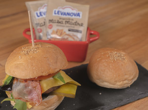 ¿Hamburguesas en casa? ¡Atentos a esta receta para hacer pan de hamburguesa!