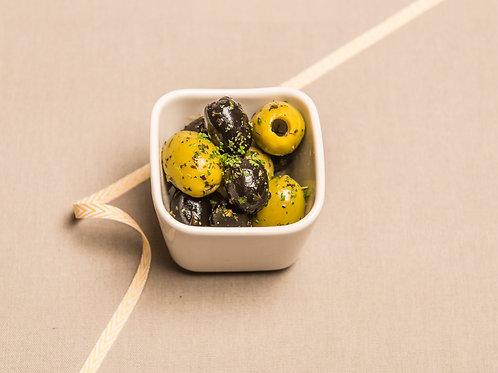 Oliven ohne Stein mit Kräutern