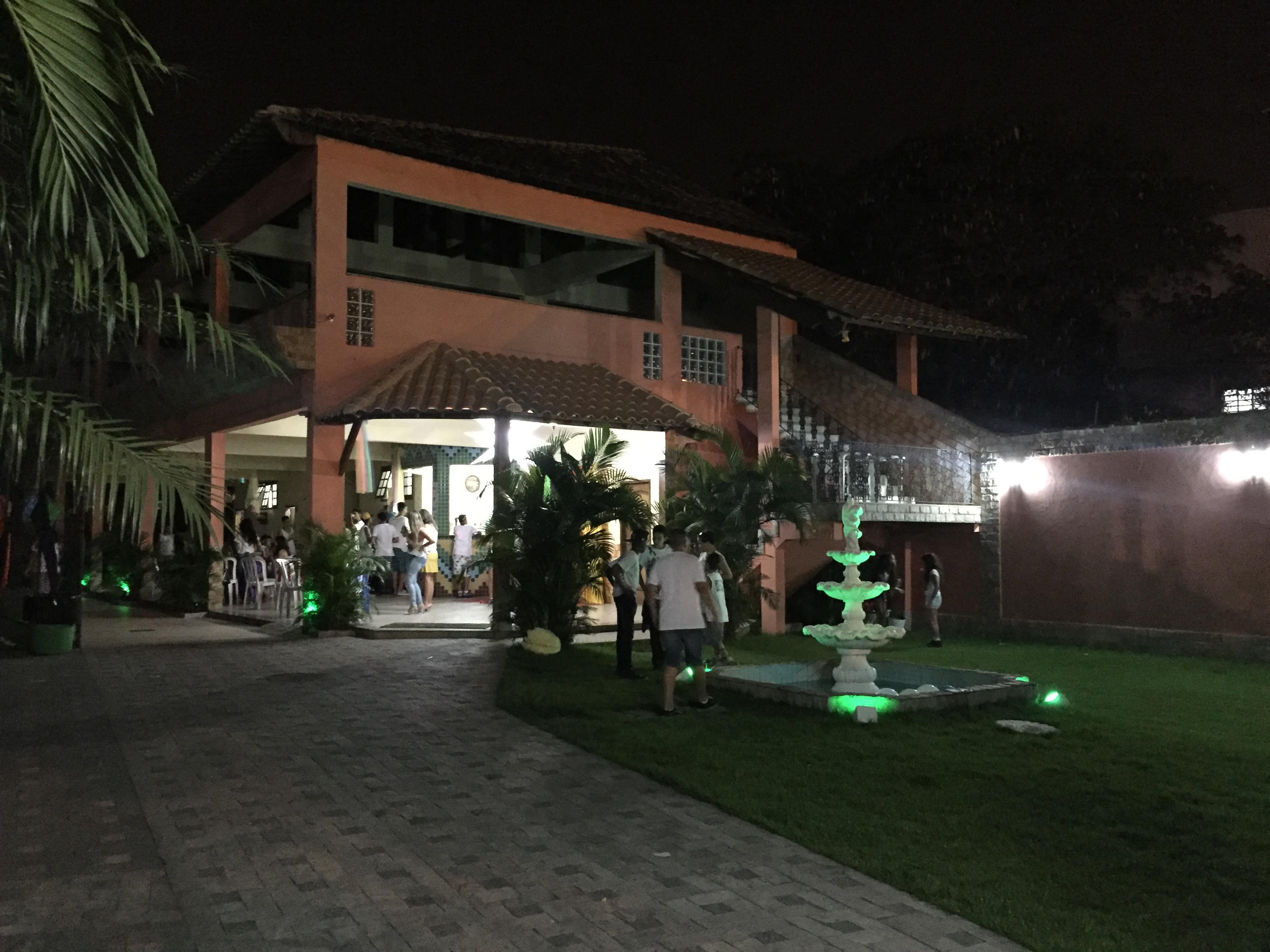 Salão a noite