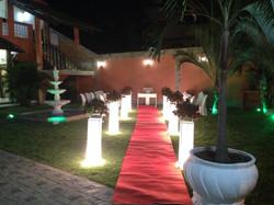 Jardim decorado a noite