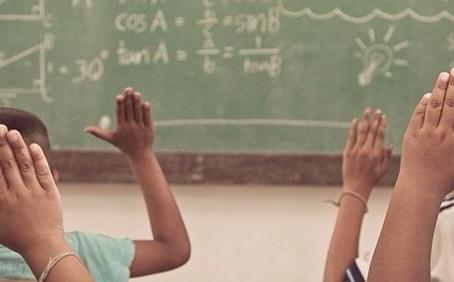 A escola que reproduz a desigualdade também é capaz de libertar as consciências