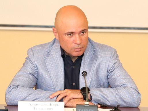 Игорь Артамонов провёл совещание с директорами школ