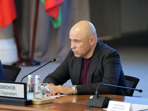 Игорь Артамонов предложил внедрить подход «житель в центре» в образовательную сферу