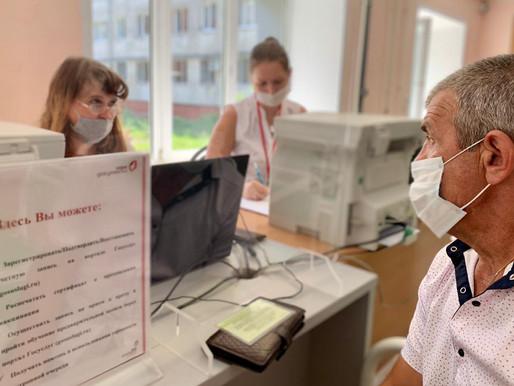 Сотрудники МФЦ помогают медикам в поликлиниках Липецкой области