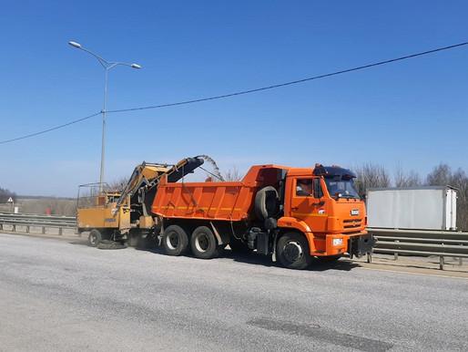 Липецкдоравтоцентр делает уборку на дорогах региона