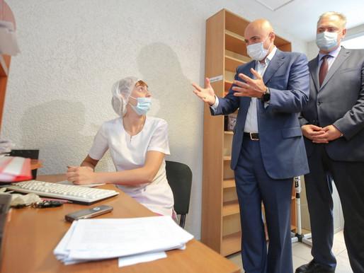 Игорь Артамонов проверил пункты вакцинации в поликлиниках Липецка