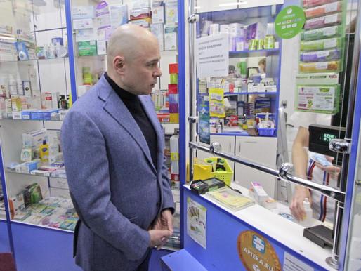 Игорь Артамонов проверил аптеки и магазины