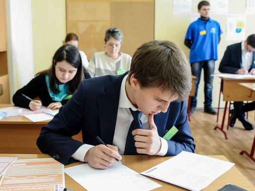 Девятиклассники региона сдают экзамен по математике