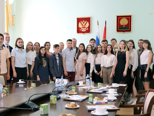 Встреча с выпускниками-стобалльниками состоялась в администрации Липецкой области