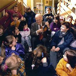 YM_children_stairs_cBildZeitung.jpg