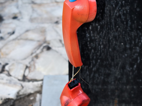 Empresa de telefonia é condenada por cobrança indevida