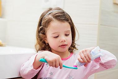 girl_toothpaste.jpg
