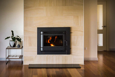 Feature-fireplace-new-home-1024x683_1.jp