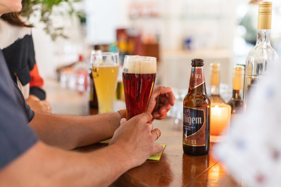 Biertje aan de bar