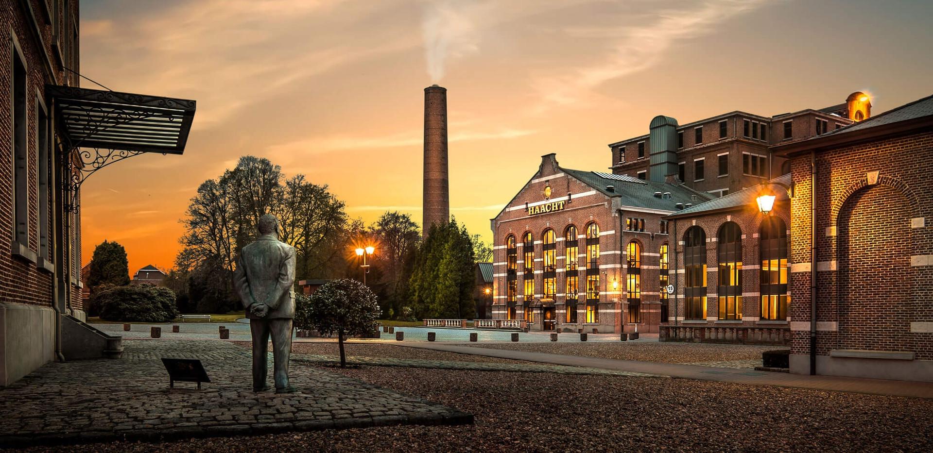 Brouwerij Haacht by night.jpg
