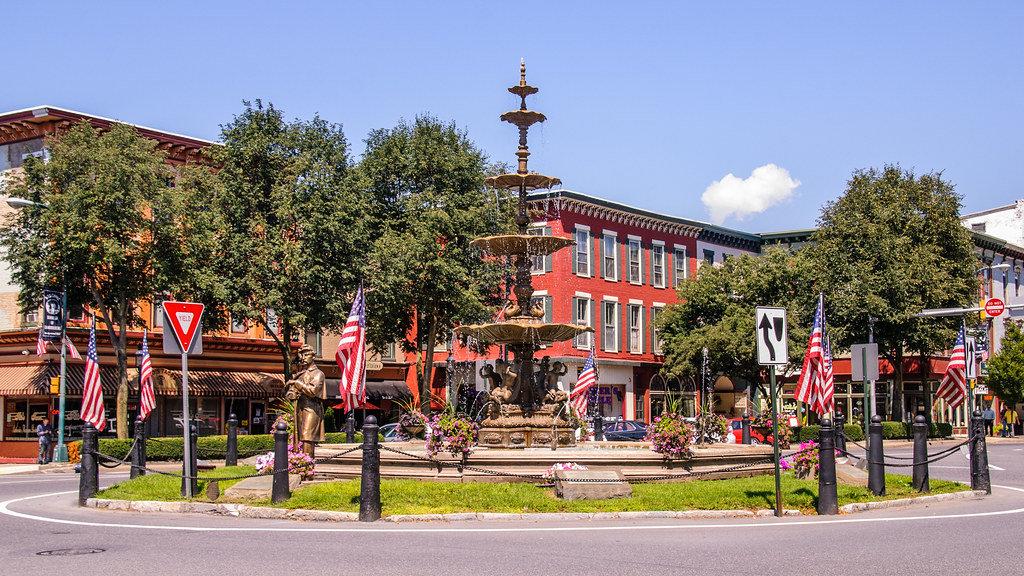 Square in Chambersburg.jpg