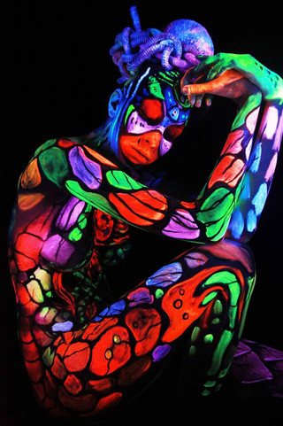 Bodypainting / dancers group