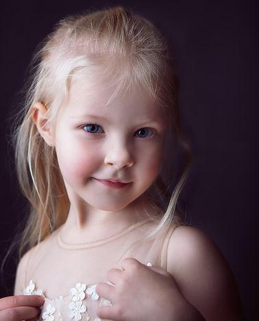A portait of a girl-Rosa_veldkamp-1.jpg