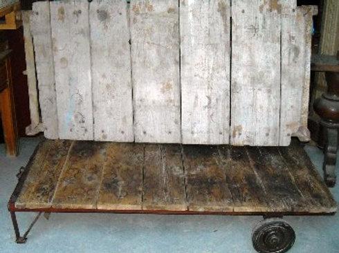 Tavolo da salotto in ferro e legno
