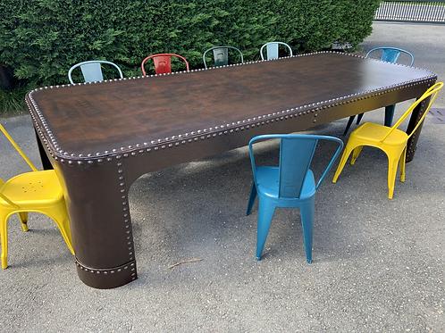 Tavolo in metallo