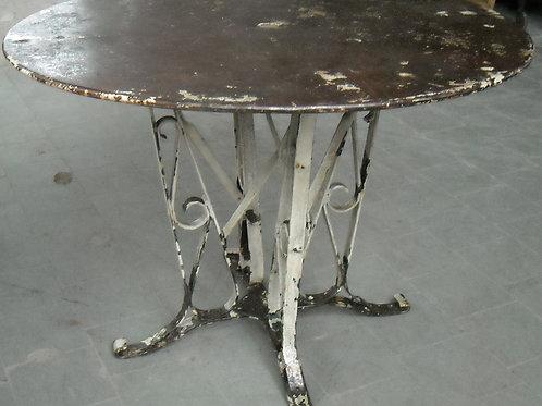 Tavolo in metallo da giardino