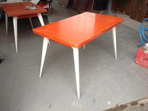 Tavolo Tolix a quattro gambe