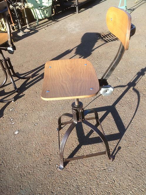 Sgabello in metallo e legno Biennaise