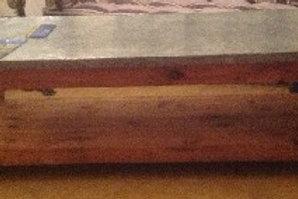 Tavolo basso in legno, ripiano in lamiera zincata
